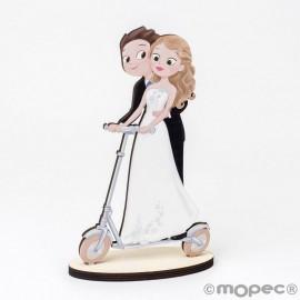 Statuetta in legno sposi monopattino elettrico 19 cm